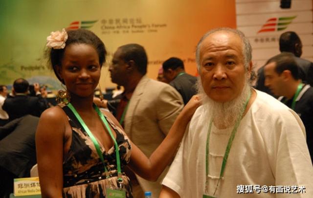 Họa sĩ già si mê nàng thơ châu Phi kém 21 tuổi, thẳng tay chi 143 tỷ đồng làm đám cưới