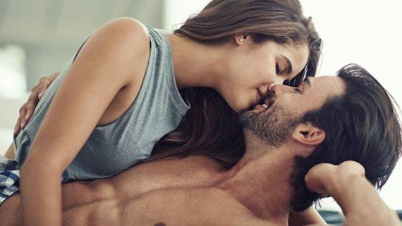 Quan hệ tình dục buổi sáng hay buổi tối tốt hơn?