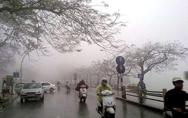 Gió mùa đông bắc tràn về từ đêm mai gây mưa, nền nhiệt giảm sâu, Hà Nội thấp nhất 16 độ C - Ảnh 1.