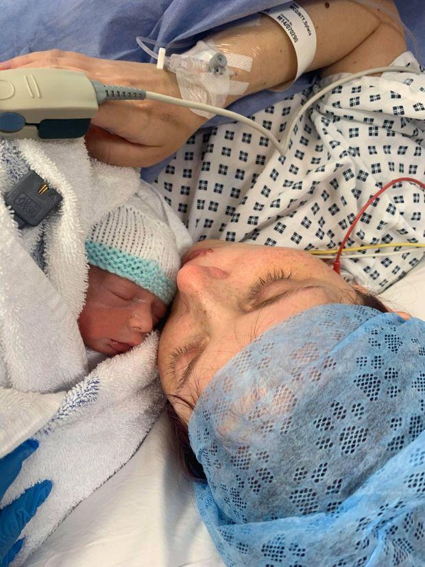 Sinh con xong, bà mẹ bỗng bị rơi vào hôn mê, mất trí nhớ, suy tim, đột quỵ vì mắc phải một hội chứng có tên rất quen - Ảnh 2.