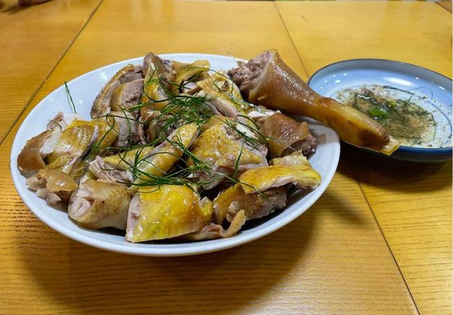 Mẹ Việt ở Nhật hướng dẫn cách làm món gà ủ muối thơm ngon chuẩn vị nhà hàng, phần da vàng ươm ăn giòn sần sật một lần nhỡ mãi - Ảnh 1.