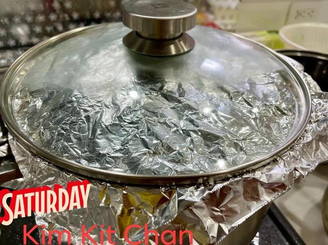 Mẹ Việt ở Nhật hướng dẫn cách làm món gà ủ muối thơm ngon chuẩn vị nhà hàng, phần da vàng ươm ăn giòn sần sật một lần nhỡ mãi - Ảnh 5.