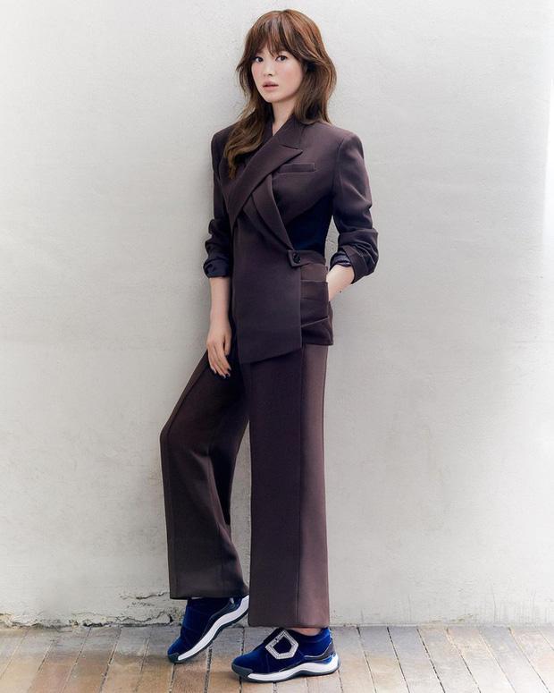 Song Hye Kyo diện blazer không bao giờ fail, sương sương cũng có 13 cách mặc trẻ và sang tuyệt đối - Ảnh 11.