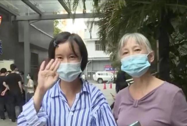 Không hài lòng với nhan sắc hiện tại, người phụ nữ phẫu thuật thẩm mỹ để rồi trở thành đứa trẻ 1 tuổi, không thể tự mình đi vệ sinh - Ảnh 3.