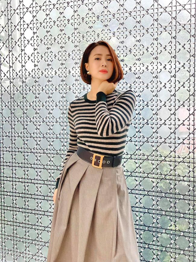 Hồng Diễm có loạt outfit chuẩn công sở mà vẫn cực trẻ xinh, chị em học theo để ghi trọn điểm thanh lịch  - Ảnh 2.