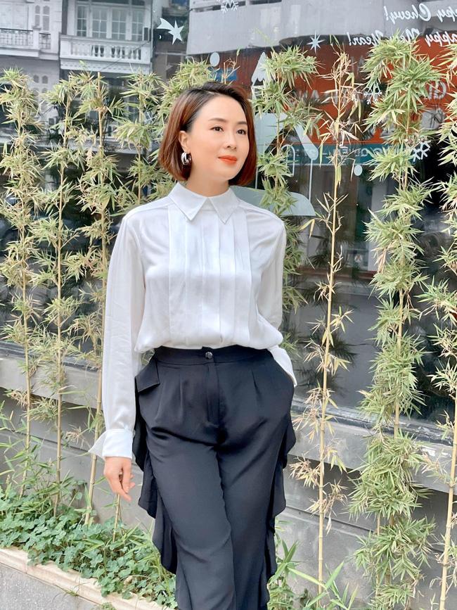 Hồng Diễm có loạt outfit chuẩn công sở mà vẫn cực trẻ xinh, chị em học theo để ghi trọn điểm thanh lịch  - Ảnh 1.