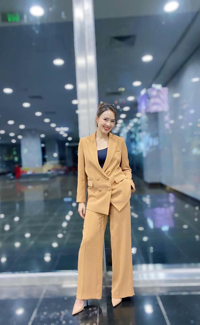 Hồng Diễm có loạt outfit chuẩn công sở mà vẫn cực trẻ xinh, chị em học theo để ghi trọn điểm thanh lịch  - Ảnh 9.