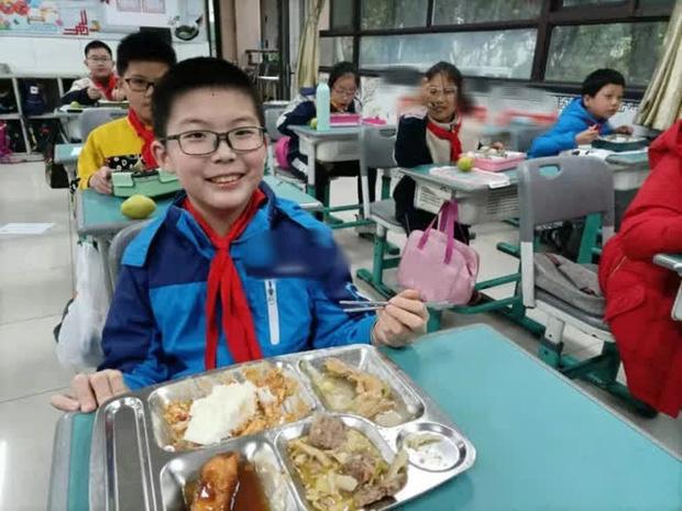 Con trai 12 tuổi thường xuyên dậy sớm nấu ăn cho gia đình, bà mẹ phát hiện chỉ là ngụy trang, mục đích thức sự khiến ai nấy ớn lạnh - Ảnh 3.