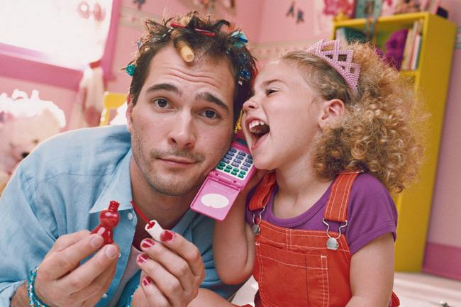 Bức ảnh ông bố hóa thân thành công chúa khiến cư dân mạng cười ngặt nghẽo vì một sự trái ngược không thể che giấu - Ảnh 6.