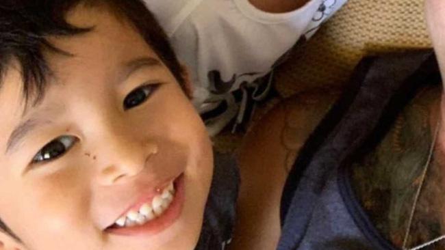 Chỉ vì nhỡ làm ướt quần, cậu bé 5 tuổi bị người trông trẻ đánh đến mức tử vong - Ảnh 1.