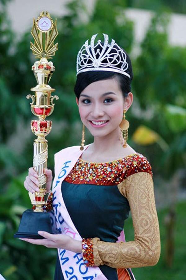 Hoa hậu Hoàn vũ Việt Nam đầu tiên, lấy chồng tiến sĩ giờ ra sao? - Ảnh 1.