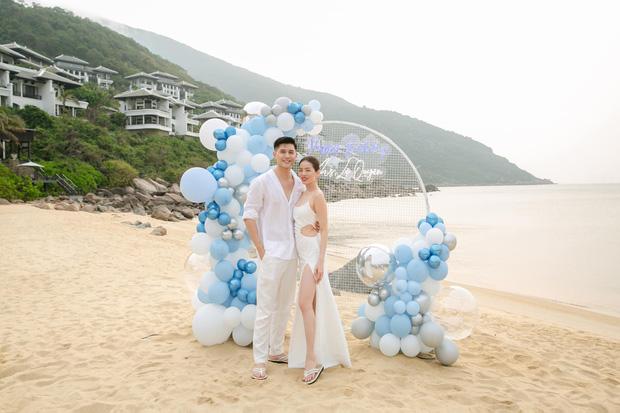 Lệ Quyên đón sinh nhật lãng mạn như lễ cưới, vỡ oà nhắn nhủ lời đặc biệt đến bạn trai kém 12 tuổi Lâm Bảo Châu - Ảnh 2.