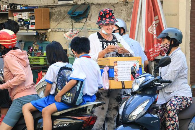 Cô Tây bán bánh dạo mưu sinh ở Sài Gòn: Tôi yêu Việt Nam - Ảnh 4.
