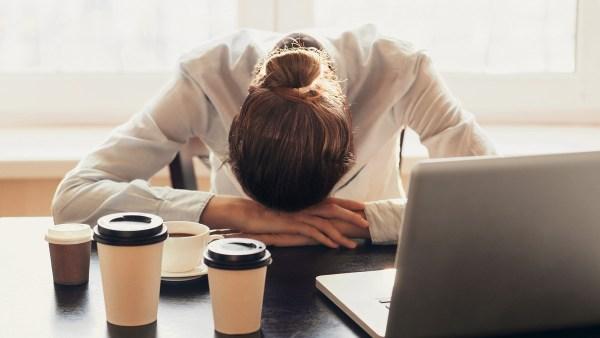 Dấu hiệu bạn đang uống cà phê quá nhiều: Khi nào nên cắt giảm? - Ảnh 6.