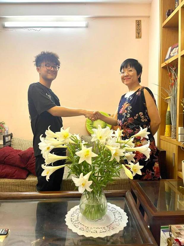Con trai Tít của MC Thảo Vân mới 16 tuổi mà đã đi kiếm tiền bằng công việc này, chị vợ của Công Lý vào bình luận một câu nghe mà nở mũi - Ảnh 2.