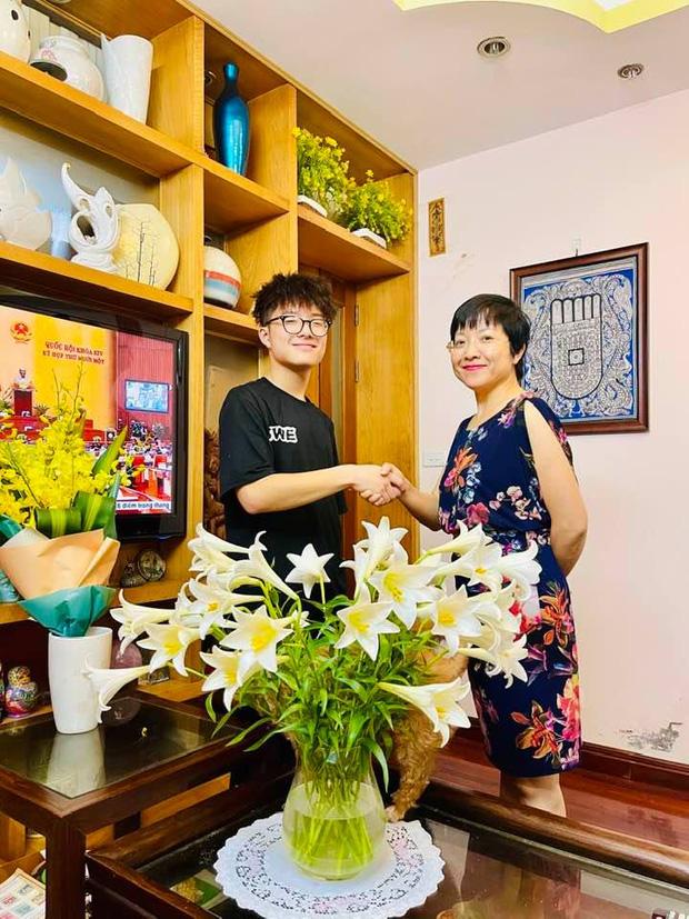 Con trai Tít của MC Thảo Vân mới 16 tuổi mà đã đi kiếm tiền bằng công việc này, chị vợ của Công Lý vào bình luận một câu nghe mà nở mũi - Ảnh 4.