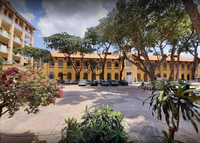 Sài Gòn có 1 ngôi trường cổ hơn 100 năm tuổi: Từng ô gạch đều đẹp đến nao lòng, sinh viên bước vào cứ ngập ngừng chẳng nỡ về - Ảnh 9.