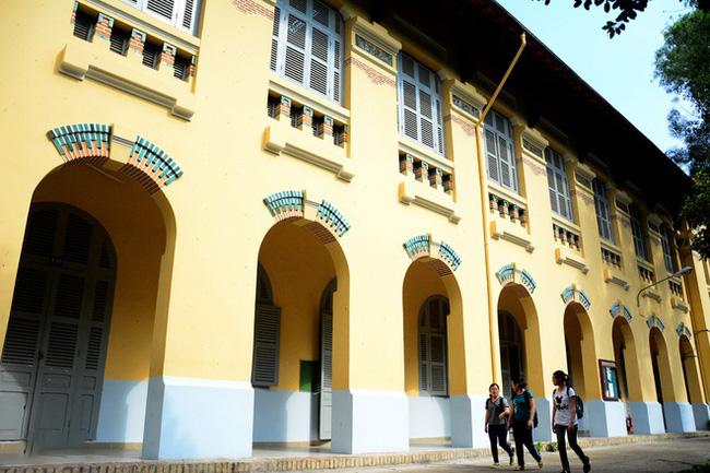 Sài Gòn có 1 ngôi trường cổ hơn 100 năm tuổi: Từng ô gạch đều đẹp đến nao lòng, sinh viên bước vào cứ ngập ngừng chẳng nỡ về - Ảnh 5.