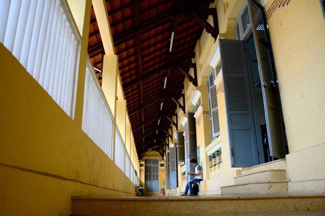 Sài Gòn có 1 ngôi trường cổ hơn 100 năm tuổi: Từng ô gạch đều đẹp đến nao lòng, sinh viên bước vào cứ ngập ngừng chẳng nỡ về - Ảnh 8.