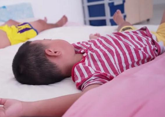 Bé trai 5 tuổi liên tục kêu đau vùng kín, bị chảy mủ nặng, bác sĩ nêu nguyên nhân khiến nhiều bố mẹ giật mình - Ảnh 3.
