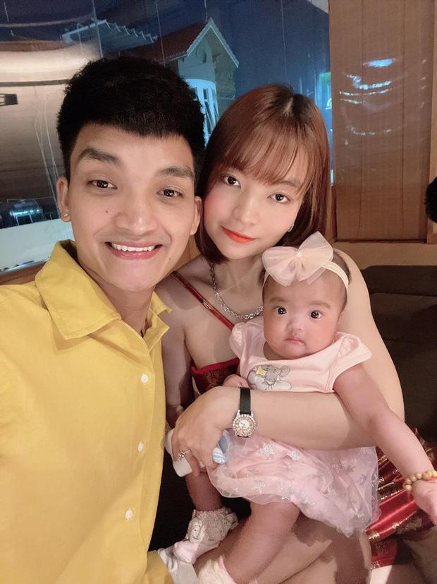 Mạc Văn Khoa khoe ảnh gia đình hạnh phúc, netizen xỉu up xỉu down với gương mặt tấu hài siêu cưng của con gái nam diễn viên - Ảnh 3.