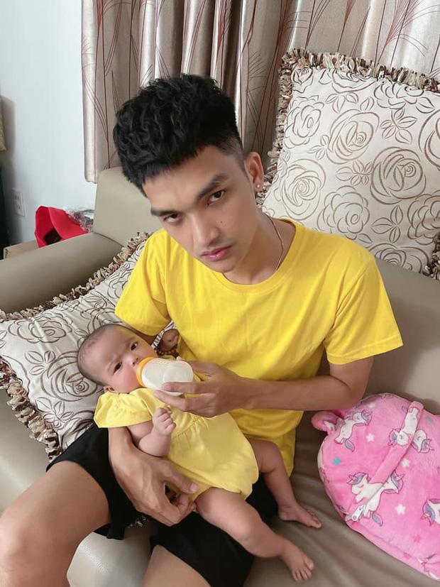 Mạc Văn Khoa khoe ảnh gia đình hạnh phúc, netizen xỉu up xỉu down với gương mặt tấu hài siêu cưng của con gái nam diễn viên - Ảnh 6.