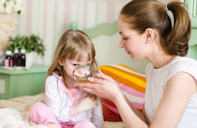 Mẹ dùng lá ổi để chữa tiêu chảy cho con 19 tháng tuổi và cái kết - Ảnh 2.