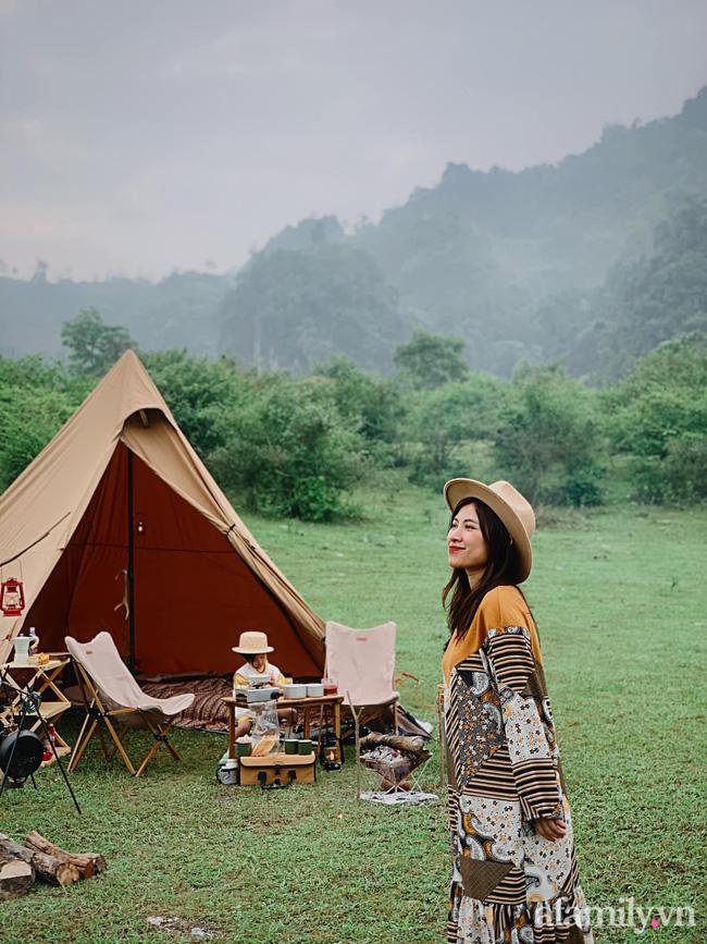 Một thảo nguyên xanh mướt bao quanh bởi mây và núi đẹp như trong cổ tích hóa ra lại có thật mà ở ngay gần Hà Nội, cuối tuần đưa con đi cắm trại thì