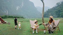 Một thảo nguyên xanh mướt bao quanh bởi mây và núi đẹp như trong cổ tích hóa ra lại có thật ở ngay gần Hà Nội, cuối tuần đưa con đi cắm trại thì hết ý