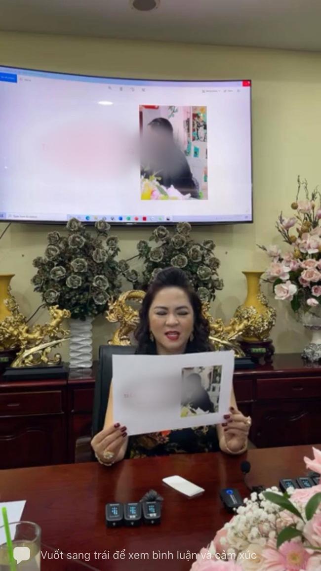 Bà Phương Hằng livestream tổng hợp hình những người chửi bới, xúc phạm mình:
