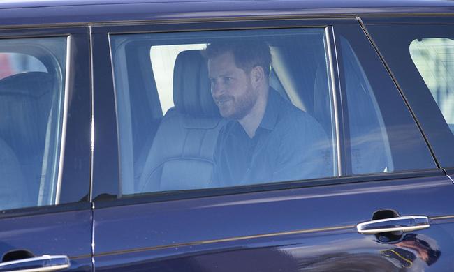 Dân Anh nghĩ gì khi Meghan Markle không trở về chịu tang Hoàng tế Philip, để Harry một mình đối mặt tất cả? - Ảnh 1.