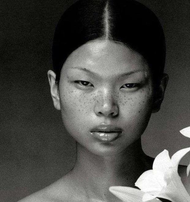 Siêu mẫu xấu nhất Trung Quốc kết hôn và sinh con trai, nhìn ngoại hình em bé ai cũng bất ngờ - Ảnh 3.