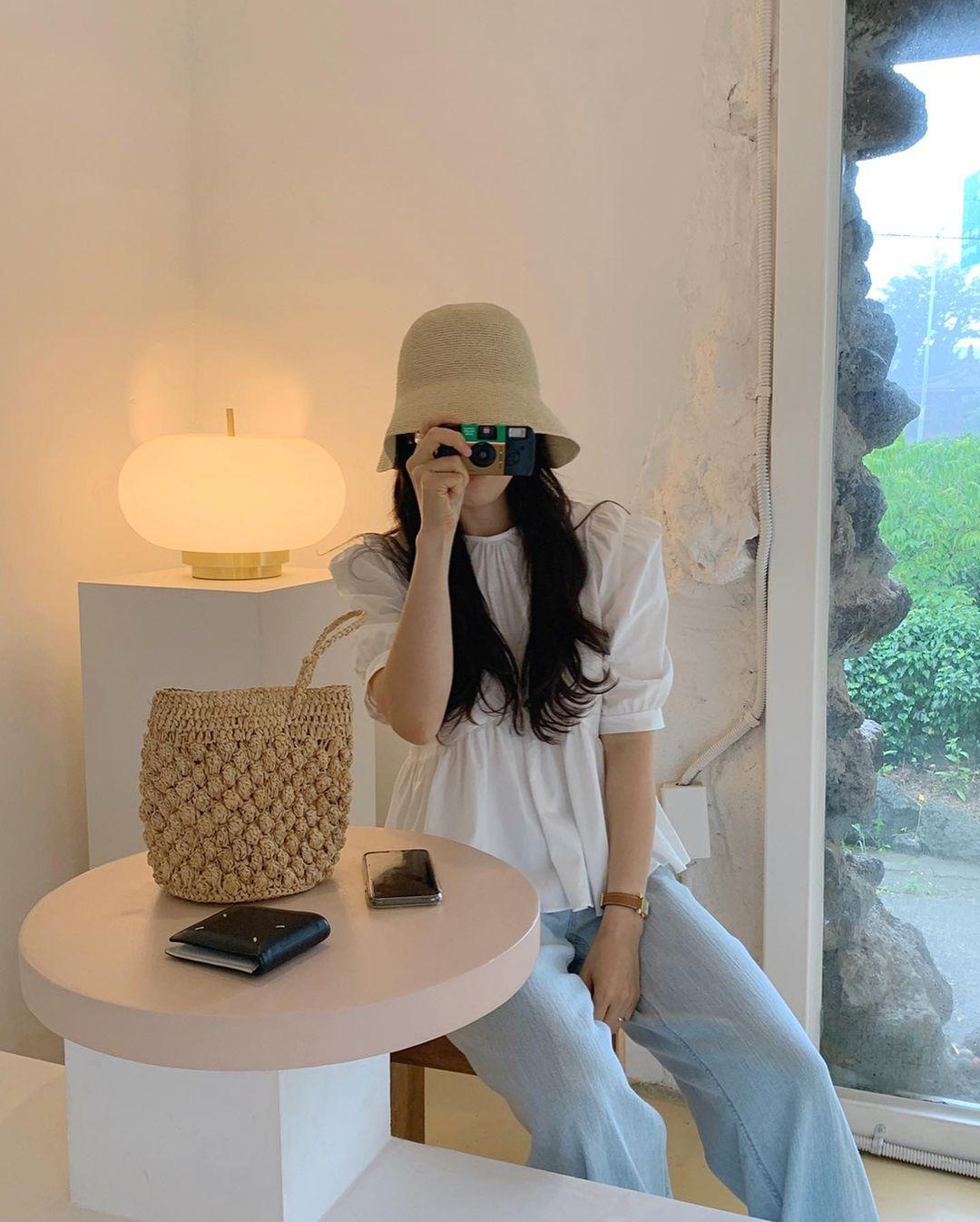 Có 1 mẫu áo mà dàn gái Hàn đang nâng như nâng trứng, diện lên đảm bảo có ảnh đẹp post Instagram sống ảo! - Ảnh 1.