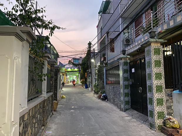 """Khổ như Sài Gòn cúp nước: Người dân phải """"nhịn"""" vệ sinh buổi tối, tích trữ nước trước 5 giờ chiều - Ảnh 6."""