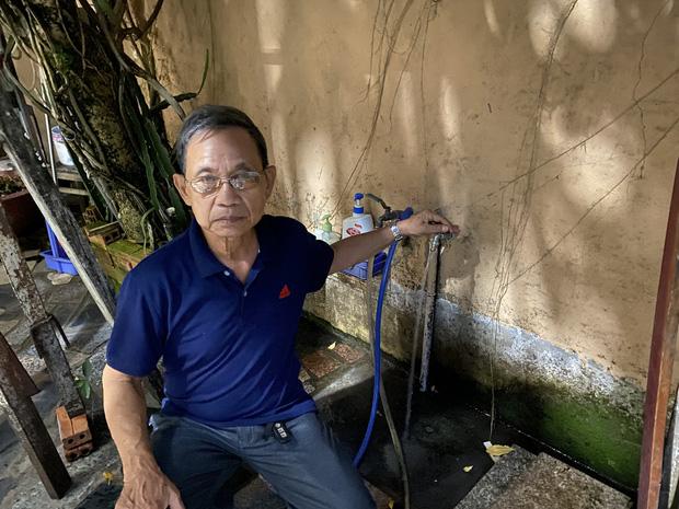 """Khổ như Sài Gòn cúp nước: Người dân phải """"nhịn"""" vệ sinh buổi tối, tích trữ nước trước 5 giờ chiều - Ảnh 5."""