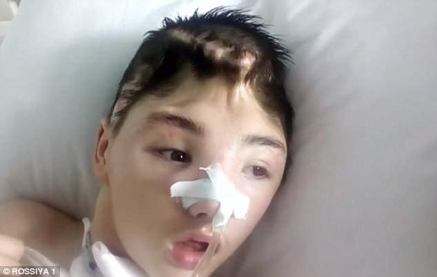 Mang quả tạ 3kg ra chống trả gã hàng xóm đang cưỡng hiếp mẹ, cậu bé bị đánh méo hộp sọ, mẹ ám ảnh không dám đến thăm con và cái kết đau lòng - Ảnh 4.