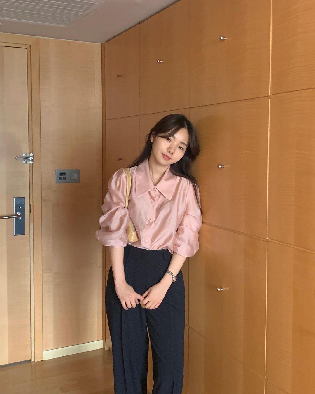 Gái Hàn có 12 cách lên đồ với áo blouse đẹp mê, xem xong là muốn copy đến sở làm liền - Ảnh 9.