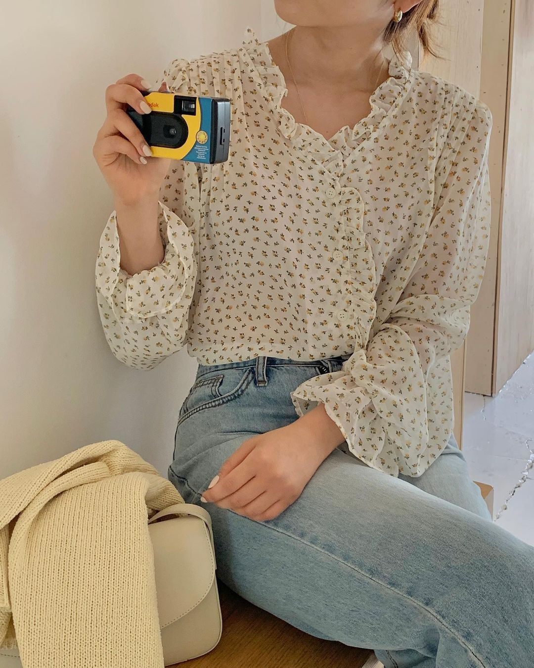 Gái Hàn có 12 cách lên đồ với áo blouse đẹp mê, xem xong là muốn copy đến sở làm liền - Ảnh 1.