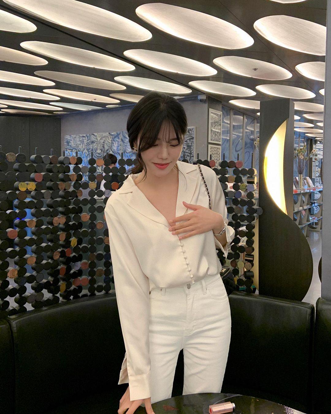 Gái Hàn có 12 cách lên đồ với áo blouse đẹp mê, xem xong là muốn copy đến sở làm liền - Ảnh 4.