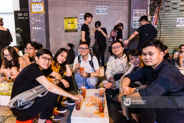 Ngồi trà dâu Đen Vâu ở Sài Gòn hóng chuyện: Giới trẻ quẹt Tinder mỏi tay, sẵn nghe 7749 cái drama showbiz - Ảnh 14.