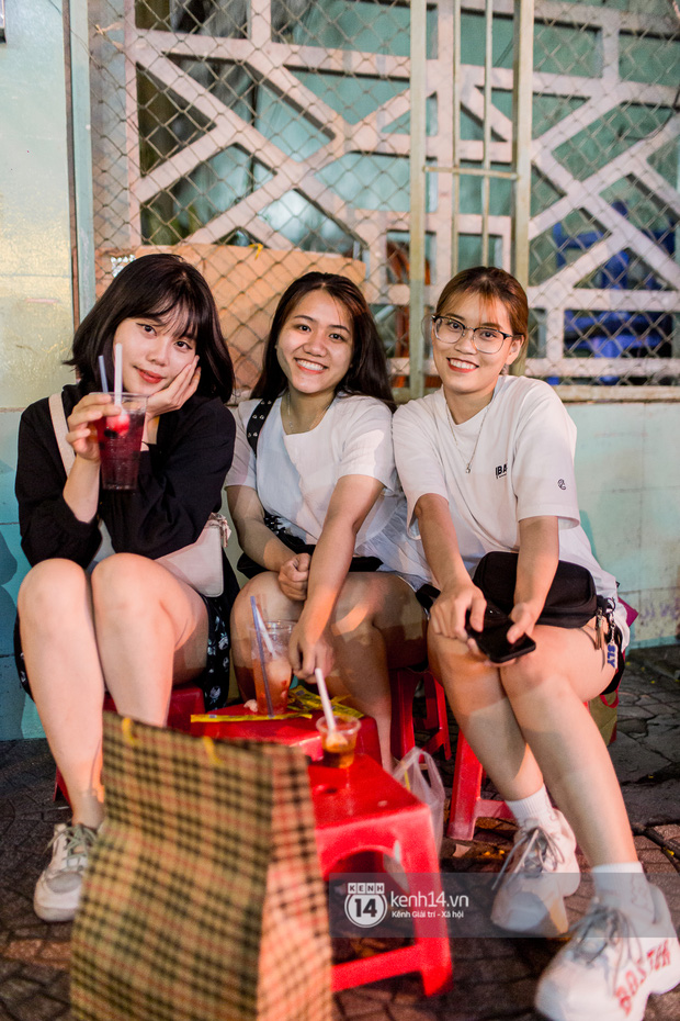 Ngồi trà dâu Đen Vâu ở Sài Gòn hóng chuyện: Giới trẻ quẹt Tinder mỏi tay, sẵn nghe 7749 cái drama showbiz - Ảnh 5.