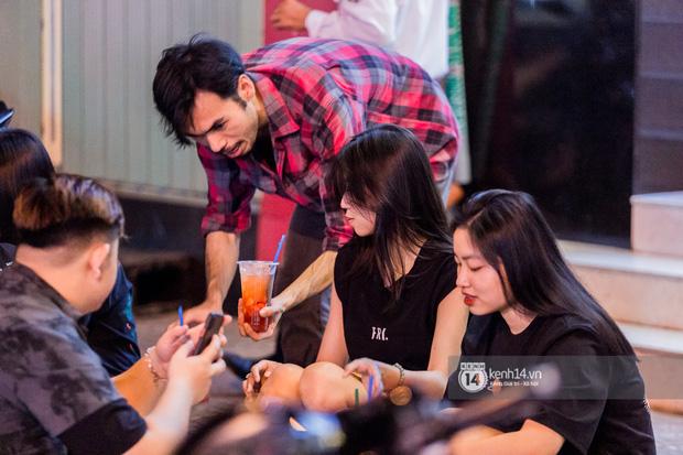 Ngồi trà dâu Đen Vâu ở Sài Gòn hóng chuyện: Giới trẻ quẹt Tinder mỏi tay, sẵn nghe 7749 cái drama showbiz - Ảnh 10.