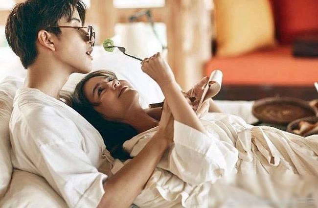 3 hành động nhỏ, phụ nữ thường ngại thể hiện nhưng đàn ông lại thích tới phát cuồng, bạn chỉ cần thử 1 lần chắc chắn khiến chồng say như điếu đổ - Ảnh 1.