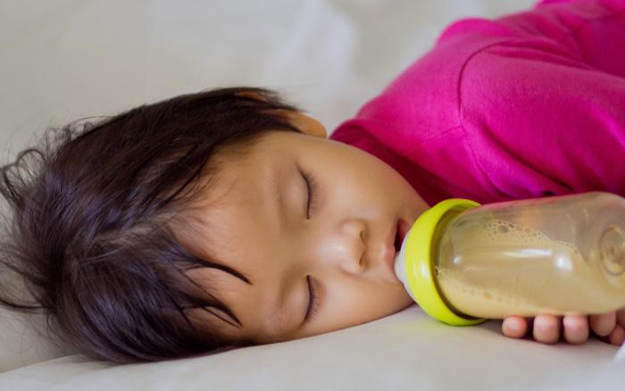 Điểm mặt các nguyên nhân gây sâu răng ở trẻ, cha mẹ biết mà phòng tránh cho con - Ảnh 2.