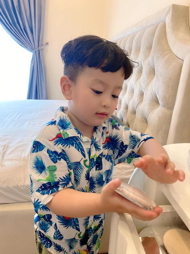Con trai 5 tuổi hay ốm vặt nằm viện, hot mom Hương Trần - vợ cũ