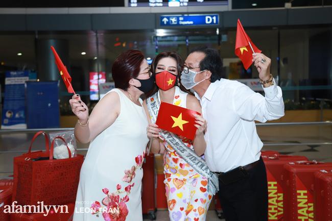 Khánh Vân đeo khẩu trang hình cờ Việt Nam, mang 16 vali hành lý lên đường sang Mỹ thi Hoa hậu Hoàn vũ 2020 - Ảnh 3.