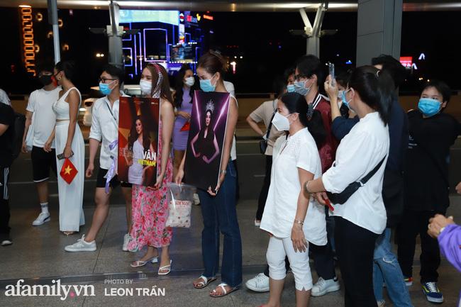 Khánh Vân đeo khẩu trang hình cờ Việt Nam, mang 16 vali hành lý lên đường sang Mỹ thi Hoa hậu Hoàn vũ 2020 - Ảnh 9.