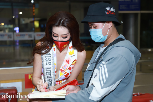 Khánh Vân đeo khẩu trang hình cờ Việt Nam, mang 16 vali hành lý lên đường sang Mỹ thi Hoa hậu Hoàn vũ 2020 - Ảnh 10.