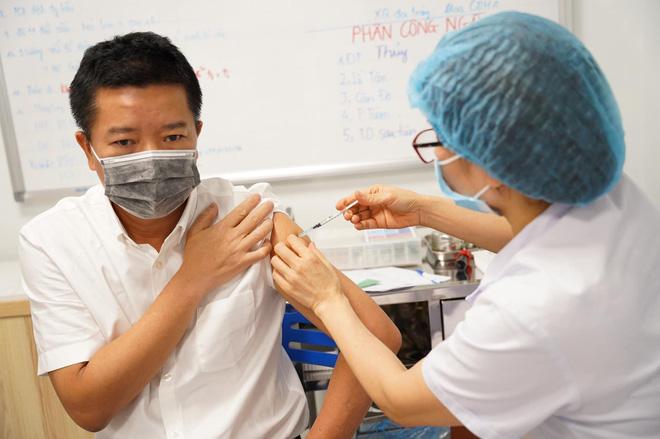 Sáng 4/5: Việt Nam đã tiêm chủng vắc xin phòng COVID-19 cho hơn 539.000 người - Ảnh 1.