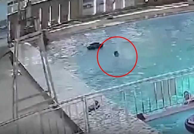 Nam thanh niên tử vong thương tâm tại hồ bơi đông người nhưng không ai biết, khoảnh khắc chới với kêu cứu rồi chìm dần khiến nhiều người xót xa - Ảnh 3.